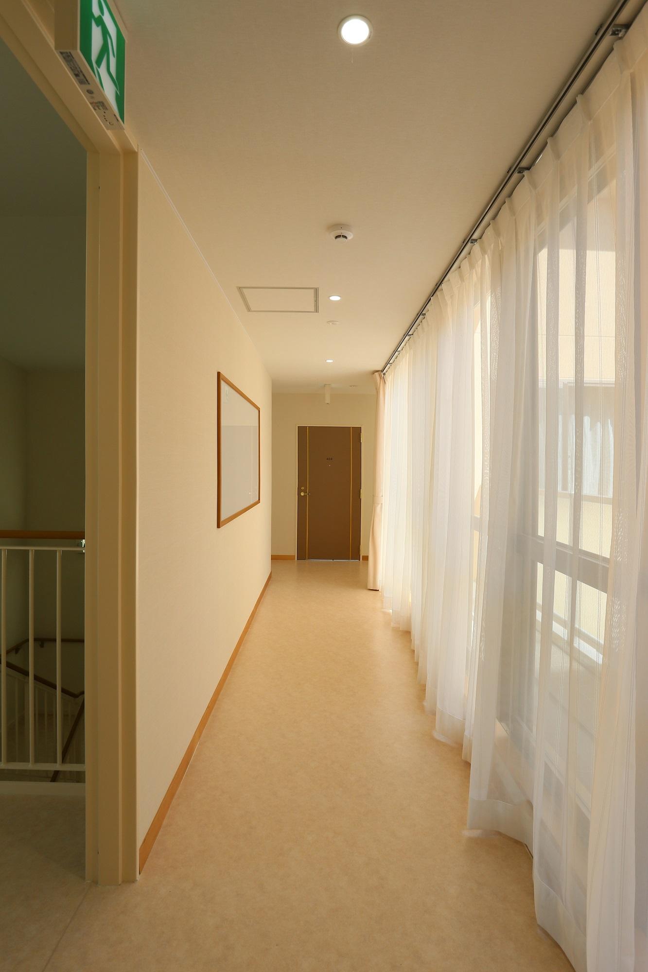 38_4階廊下[1]